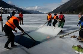 Einsatztauchen unter Eis